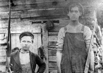 Newton County hunters (possibly members of the Thomas family from the Mossville community), early 1900s.