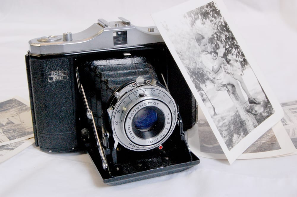 Carl Smith's 1950s Zeis Ikon Nettar II camera and snapshots. <em>Bill Shook Collection and Ada Lee Shook Collection