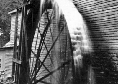 5. Overshot wheel, Buchanan-Moore Mill, Cane Hill (Washington County), 1910s.