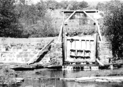 2. Sluice gate, Buchanan-Moore Mill, Cane Hill (Washington County), 1910s.