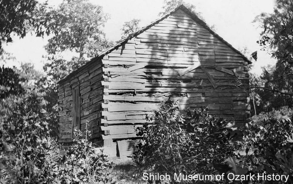 Old settlers' cabin near Kingston, early-mid 1920s.