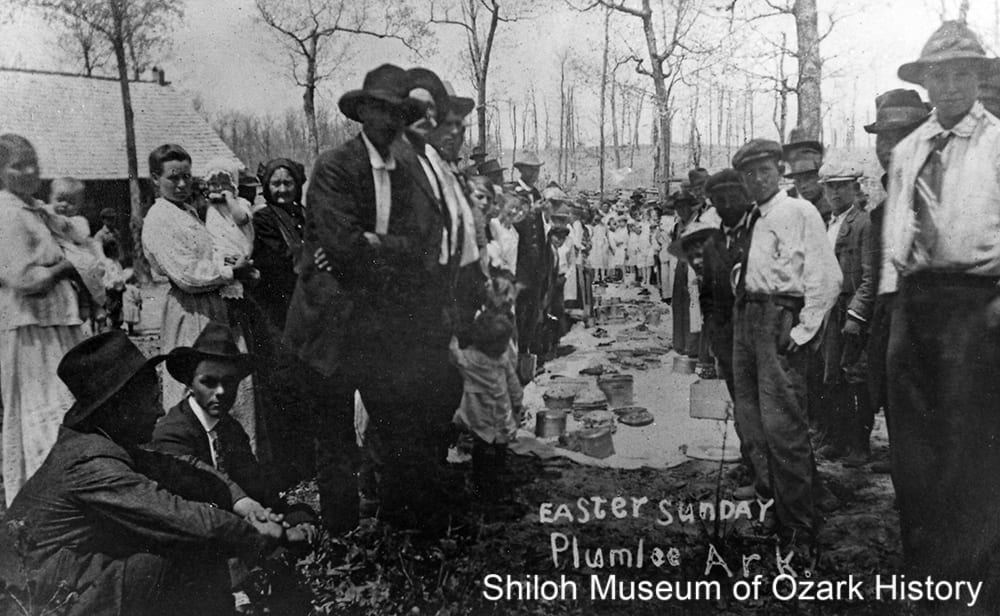 Dinner on the ground at Easter, Plumlee, Newton County, Arkansas,1910s.