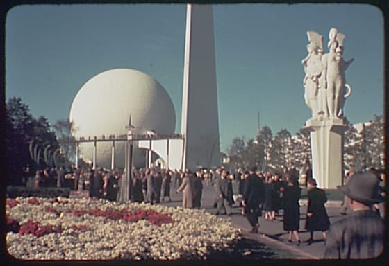 1939 World's Fair, showing the Perisphere, Trylon, and Four Victories of Peace sculpture.