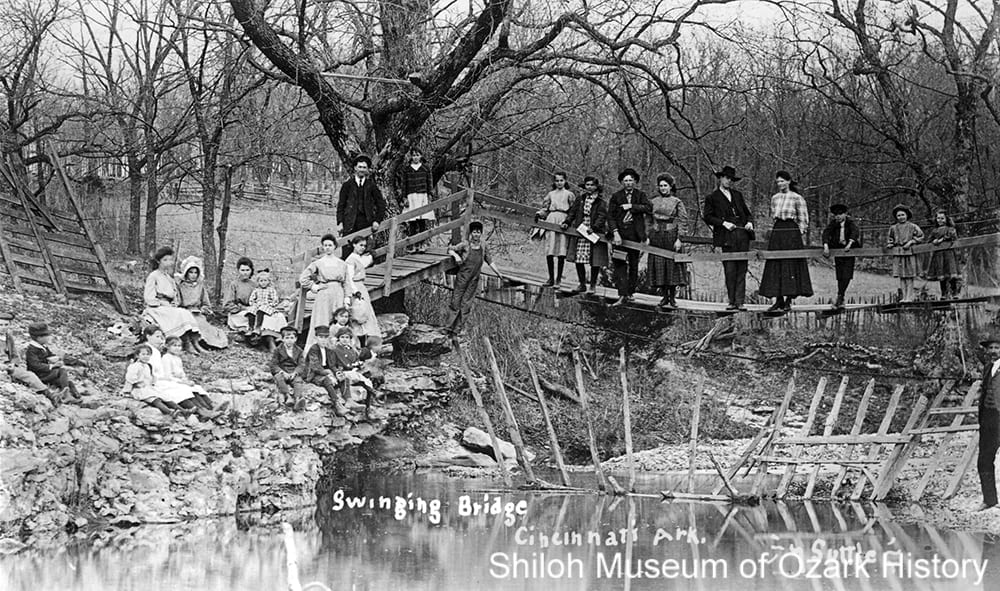 Swinging footbridge, Cincinnati Creek, Cincinnati (Washington County), May 16, 1909.