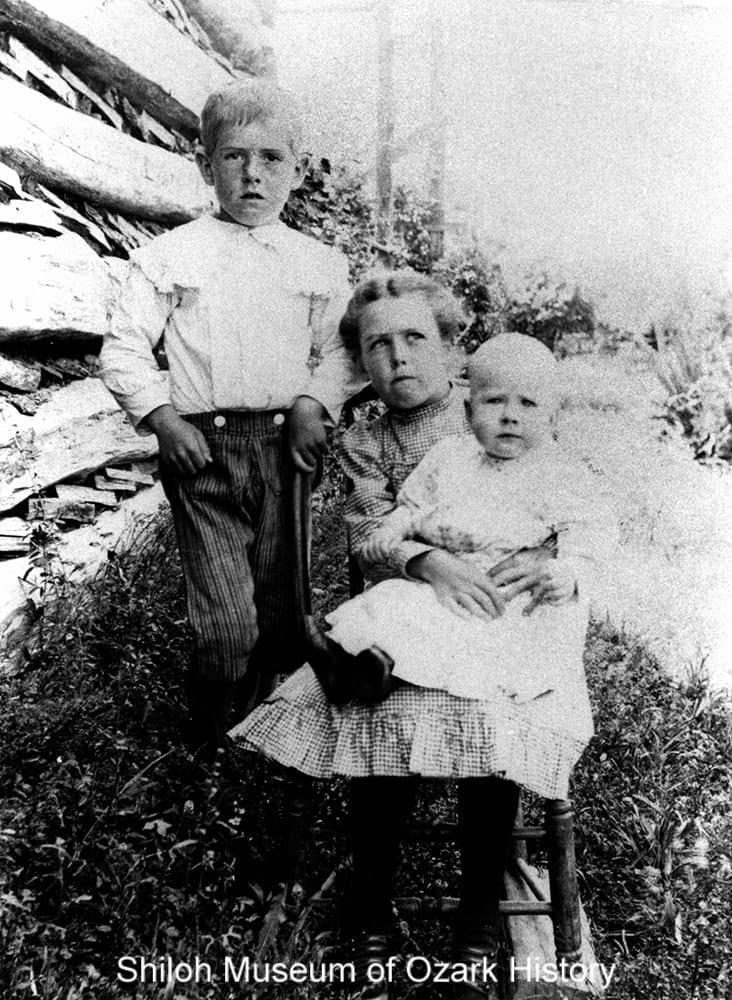 Fred, Martha, and Nellie Hann, Friendship community near West Fork (Washington County, Arkansas), circa 1907.