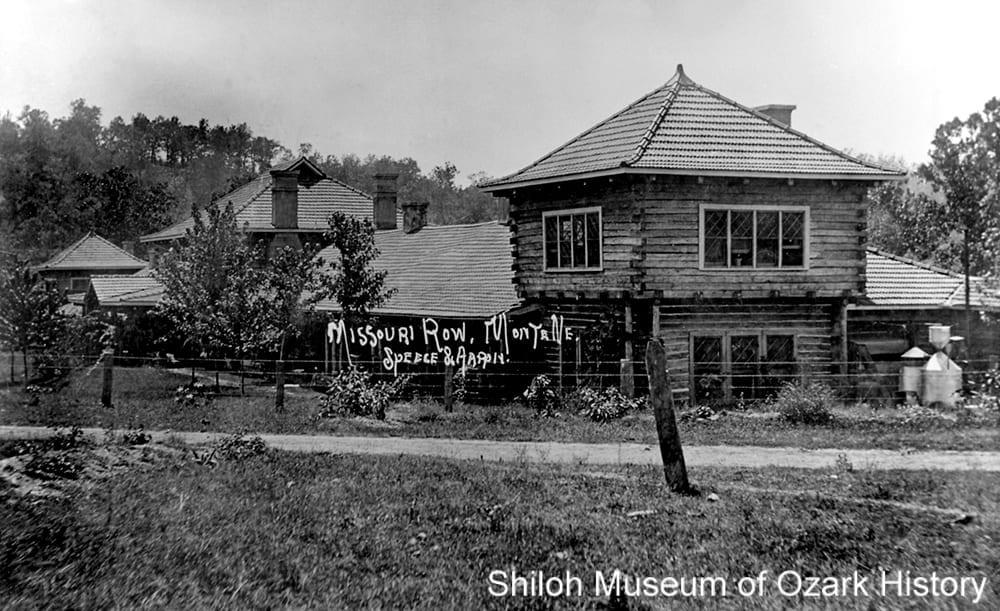 Missouri Row Hotel, Monte Ne (Benton County, Arkansas), circa 1908.