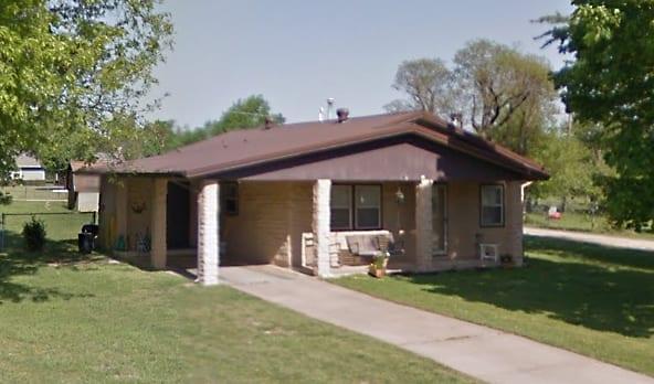 A stack-sack residence in Springdale, Arkansas, 2014. Courtesy Google Maps