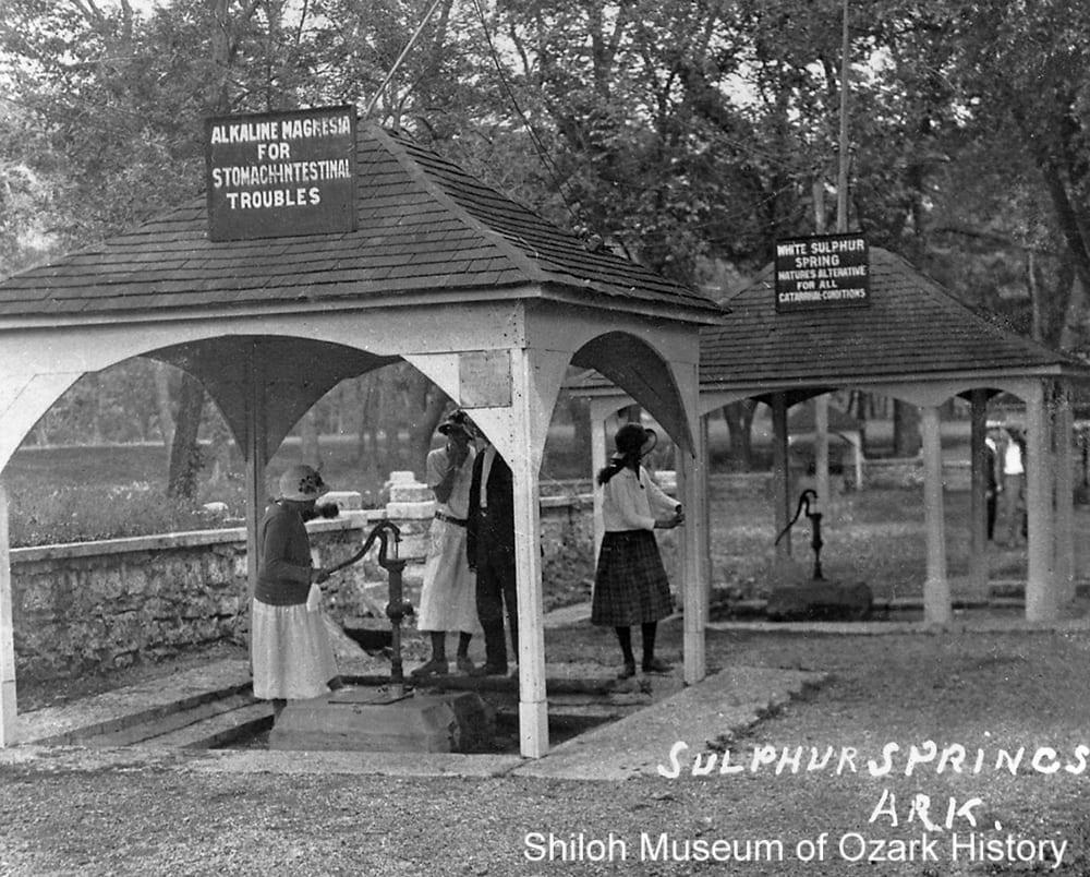 Visitors at the magnesia and white sulphur springs, Sulphur Springs, Arkansas, 1920s